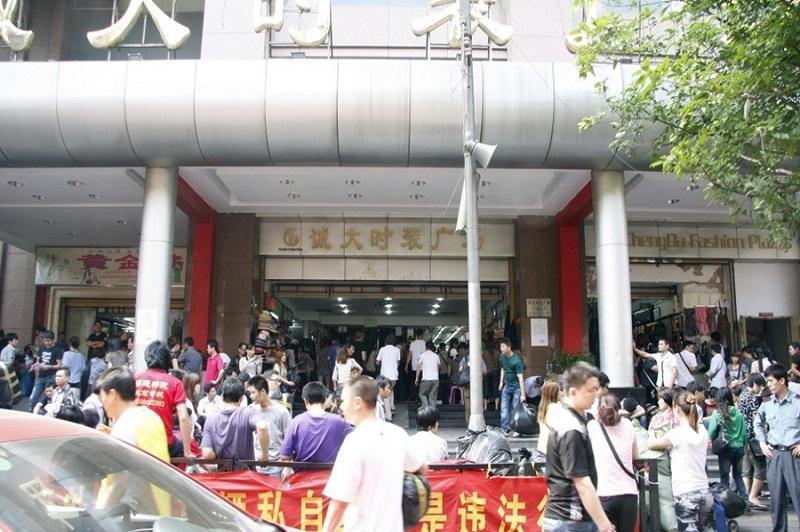 chợ 13 là chợ bán buôn quần áo có lịch sử lâu đời nhất tại Quảng Châu